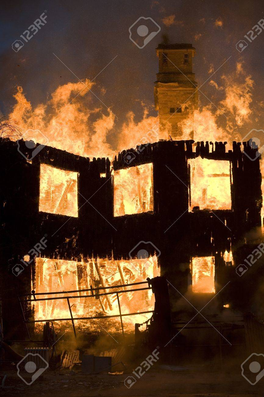 Apartment building on Fire at Night time Stock Photo - 12272031