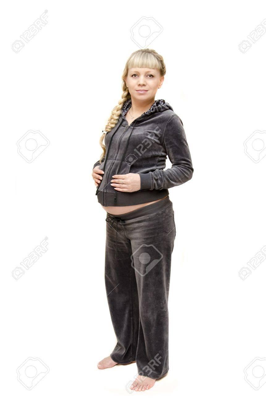 colección de descuento variedad de estilos de 2019 zapatillas Retrato de la mujer embarazada en un chándal en el fondo blanco