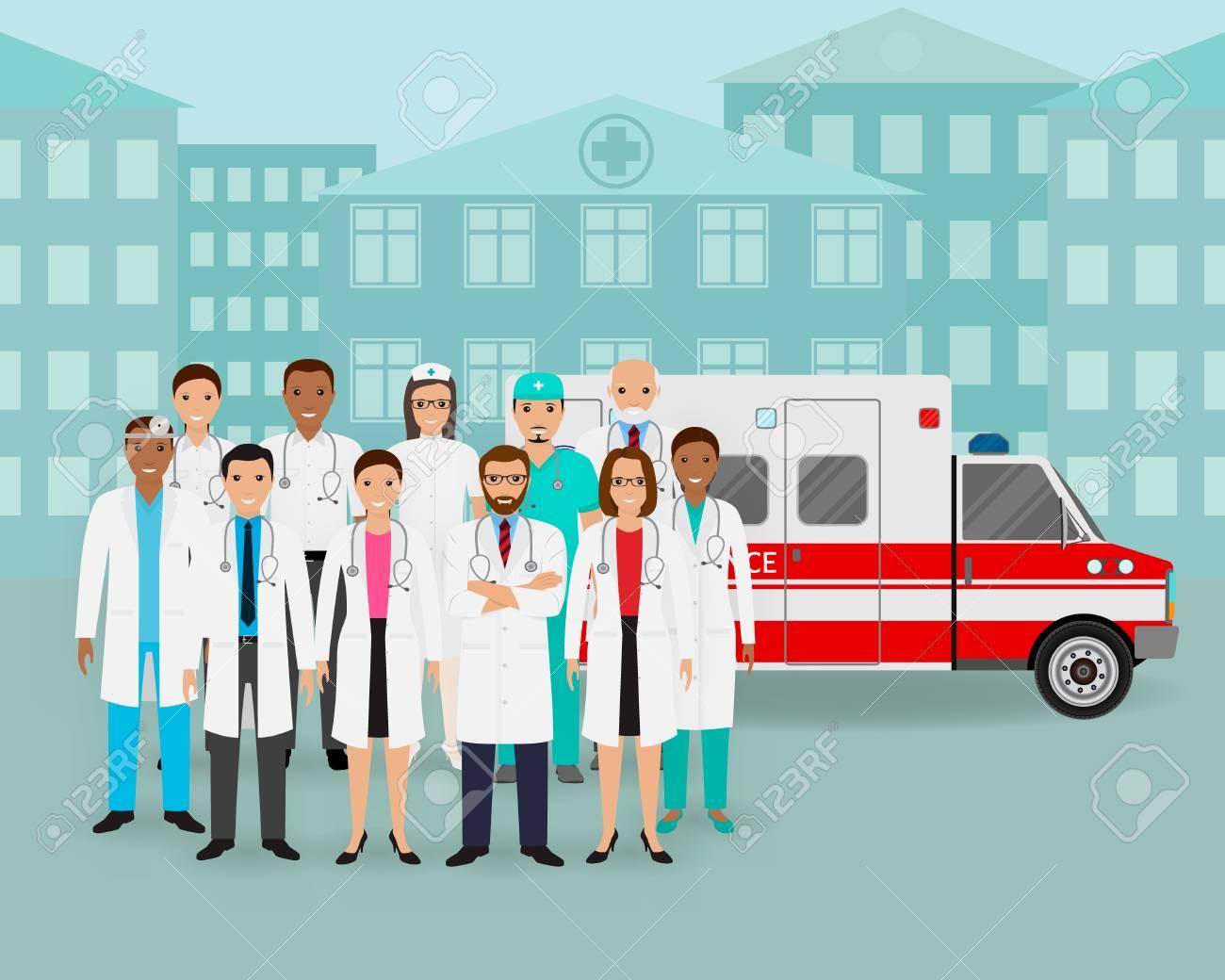 医療チームは.医師と看護師、街並みの背景に救急車車のグループ。男性 ...