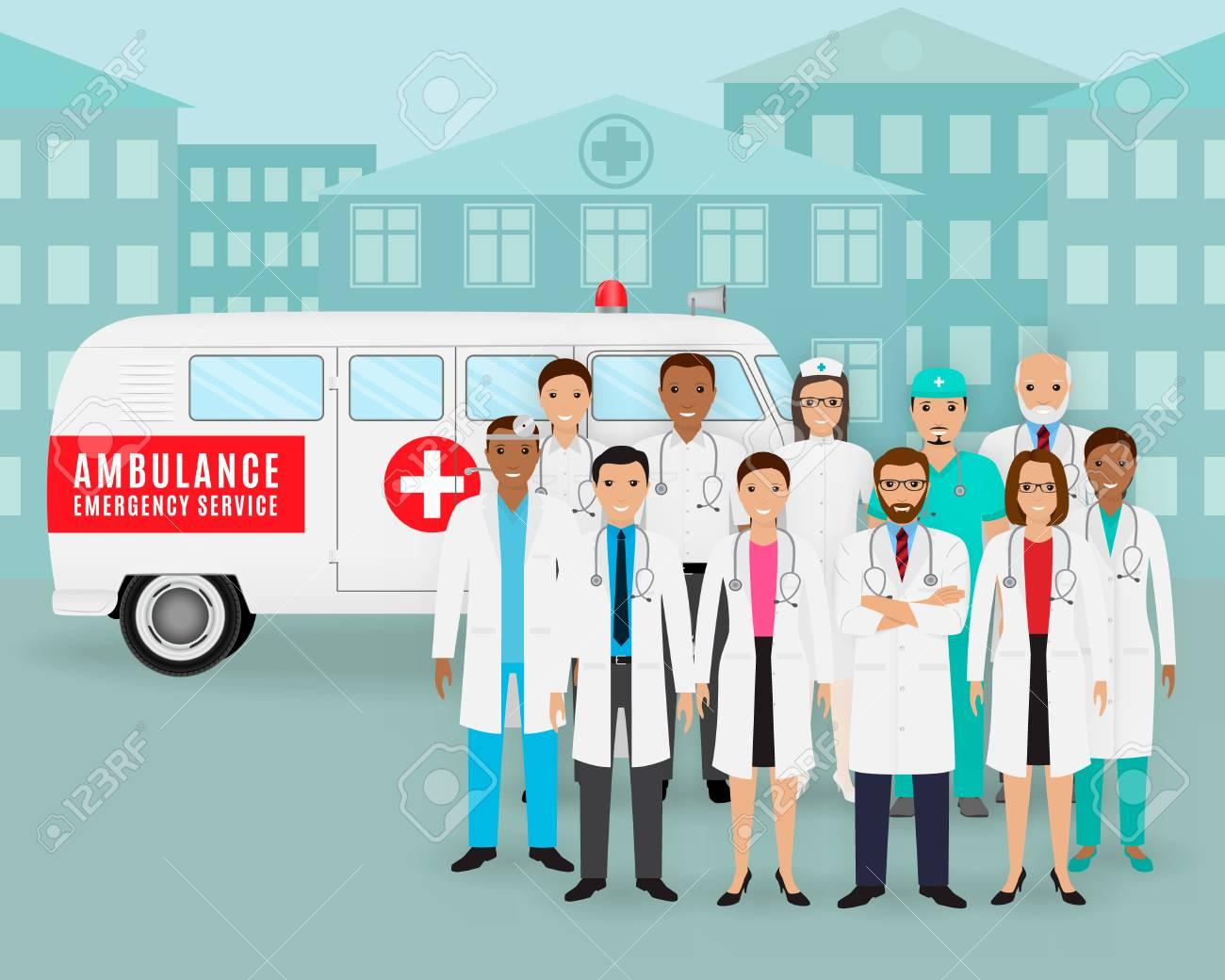 医療チーム。医師と看護師、街並みの背景にレトロな救急車車のグループ ...