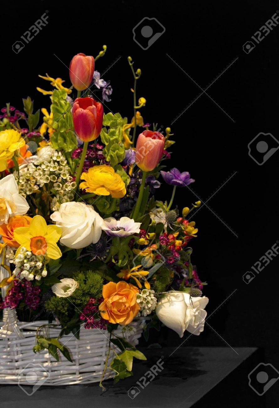 Bunte Vielfalt An Frischen Frühlingsblumen Und Zwiebeln Füllen Einen ...