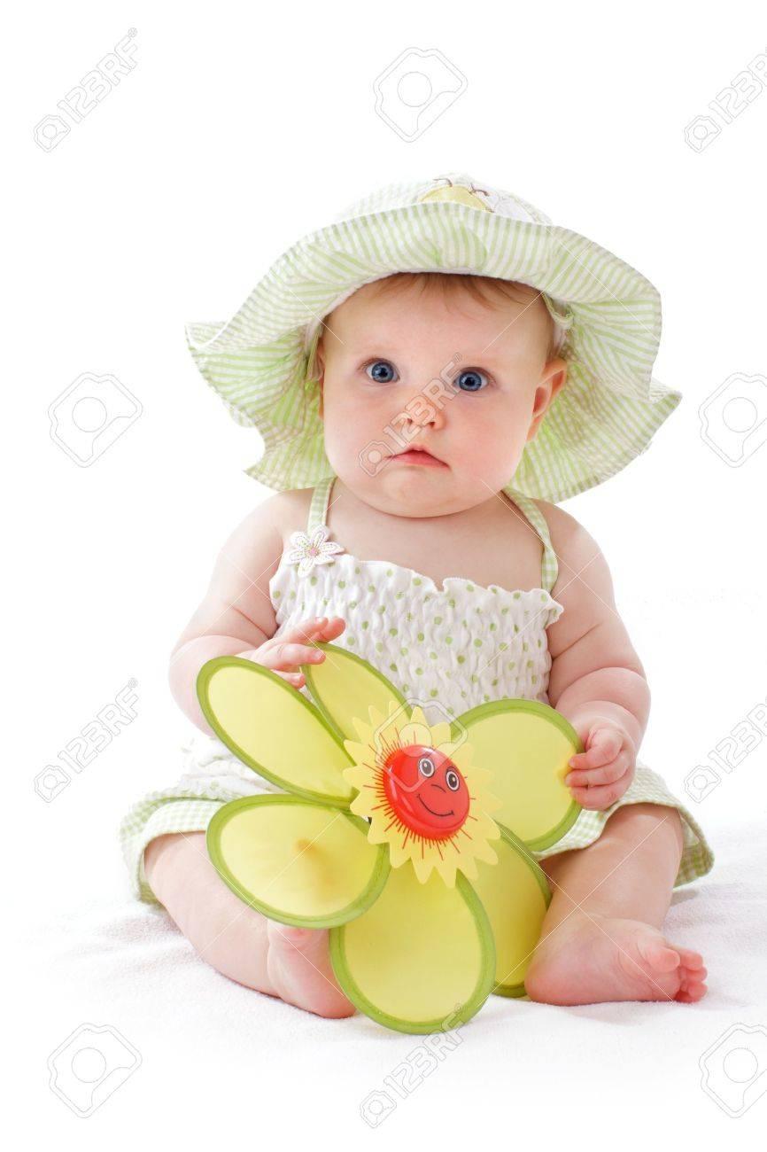 Happy Schöne 6 Monate Altes Baby Mädchen Im Grünen Seersucker