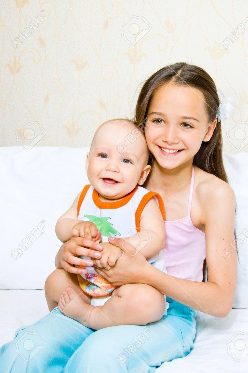 Старший брат младшую сестренку 7 фотография