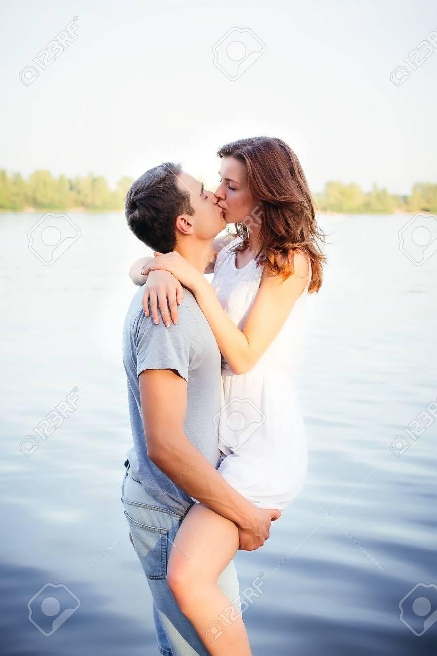 e52e34dd0 Foto de archivo - Hermosa pareja feliz en el amor