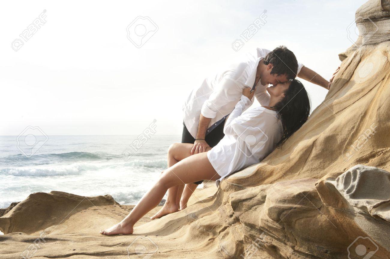 Рассказы секс втроём на пляже, Свингеры рассказы -историй. Читать порно онлайн 21 фотография