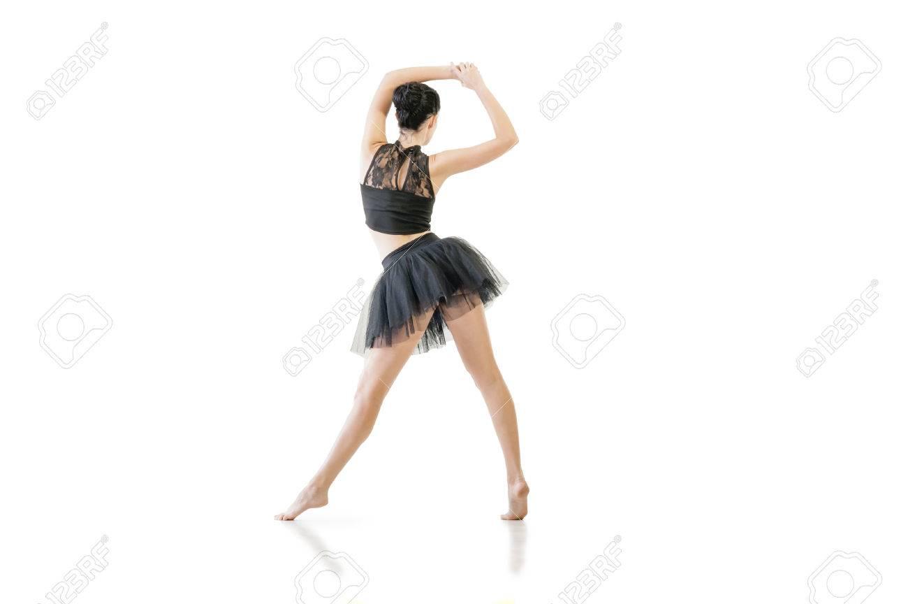 Préférence Giovane Ballerina Attraente Eseguendo Passi Di Danza Si Alternano  OV82