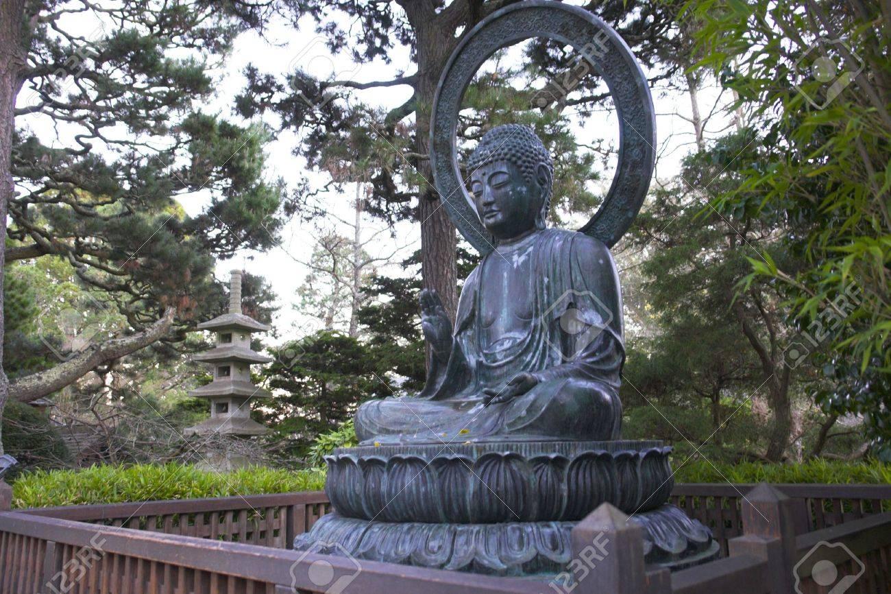 Statue De Bouddha Jardin Japonais A San Francisco Californie Banque D Images Et Photos Libres De Droits Image 2430091