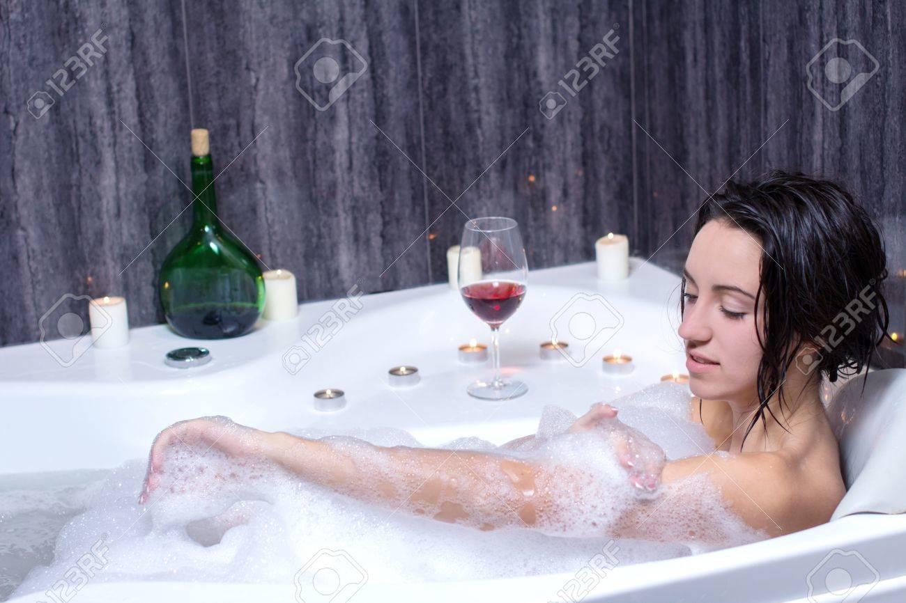 Фото в ванной с пеной девушек 11 фотография