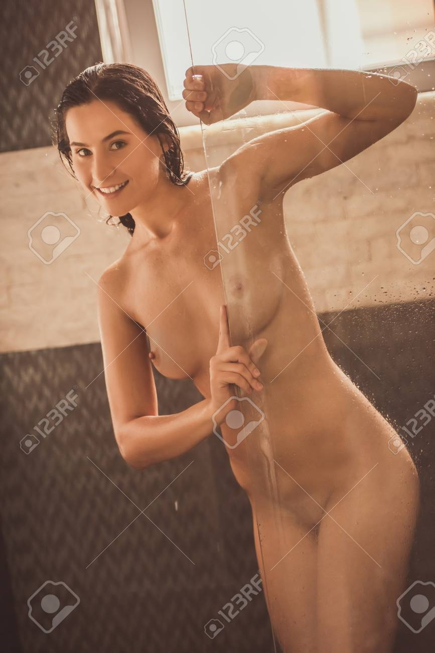 Nonnude erotic stripteese