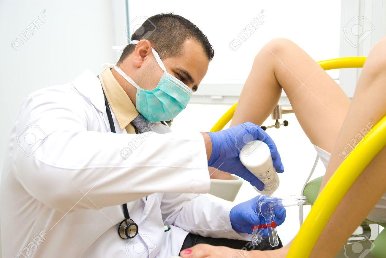 Un Examen Gynécologique Tournage Dun Vrai Médecin Banque Dimages