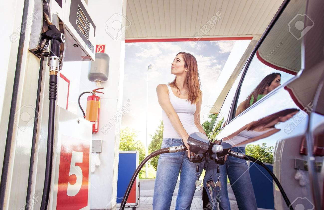 Pretty young woman refuel the car - 46092874