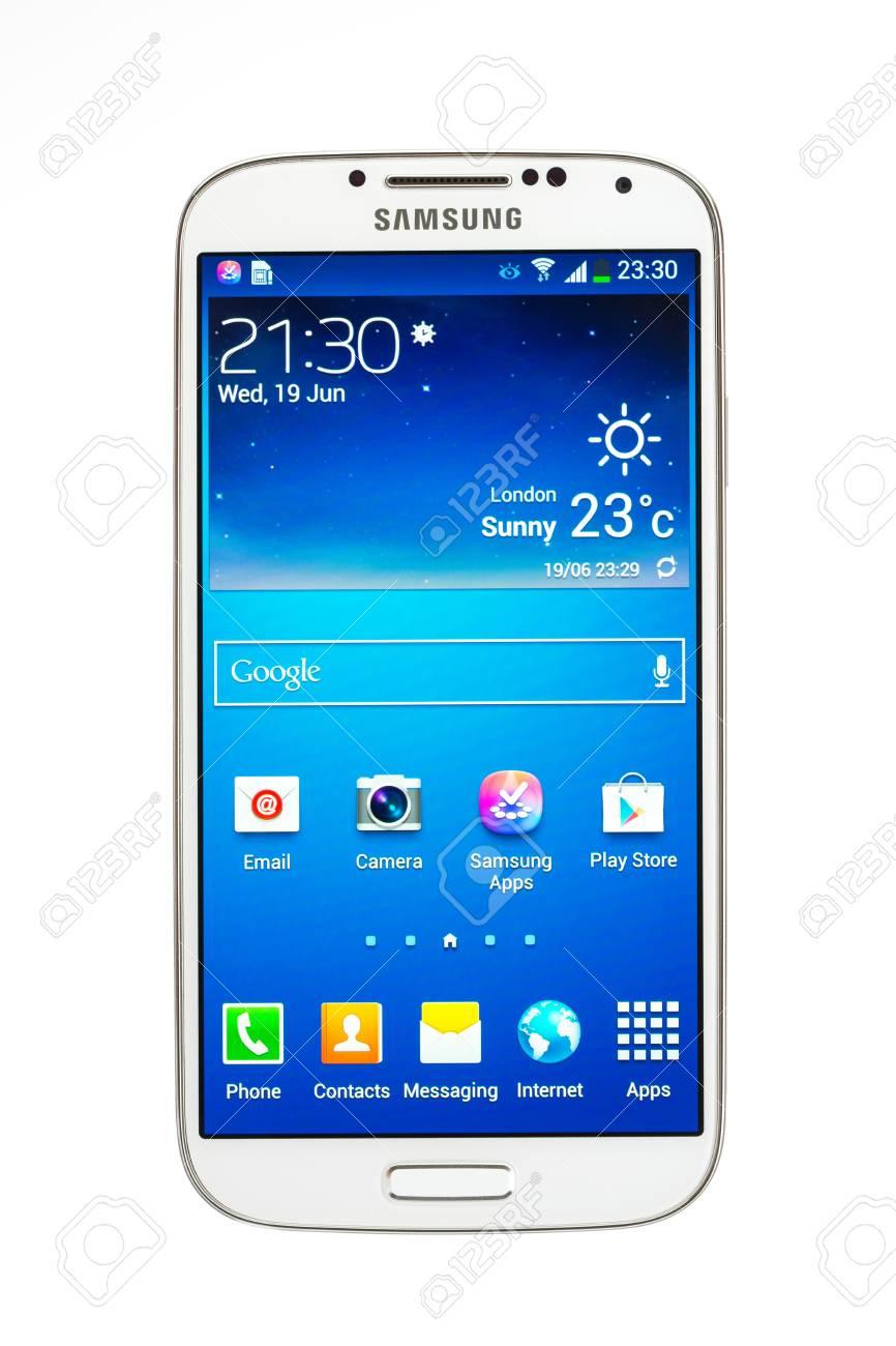 Varna Bulgarie Le 19 Juin 2013 Modele De Telephone Portable Samsung Galaxy S4 A Super Amoled Ecran Tactile Capacitif 13 Mp Appareil Photo Quad Core 1 6 Ghz Et Android Os V4 2 2 Annonce