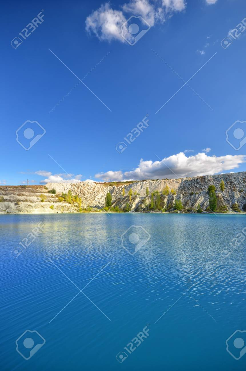 blue lake against the backdrop of the cliffs. natural composition Stock Photo - 11020307