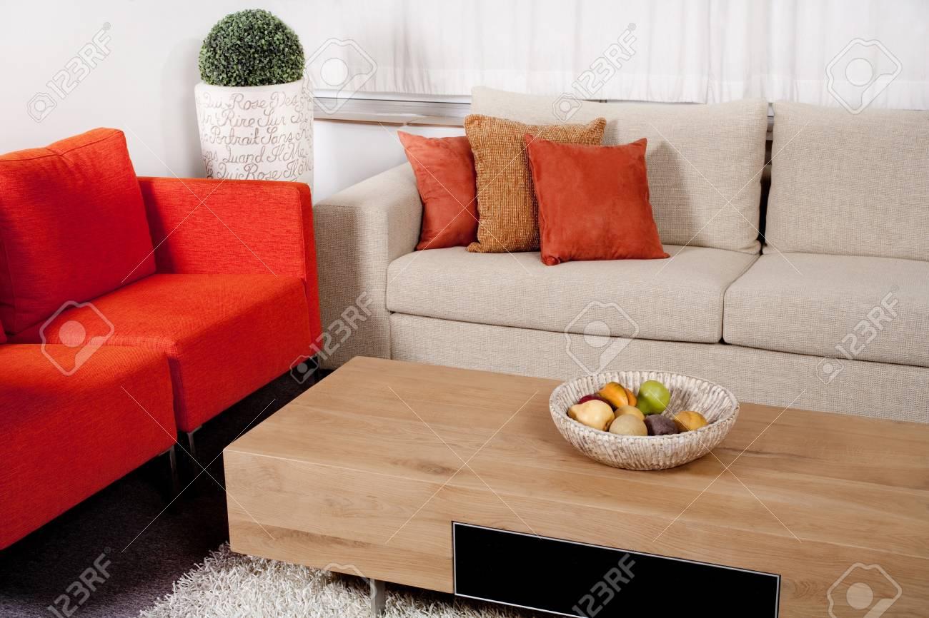 Diseno De Muebles Modernos Con Couches En Dos Colores En La Sala De - Muebles-modernos-de-sala