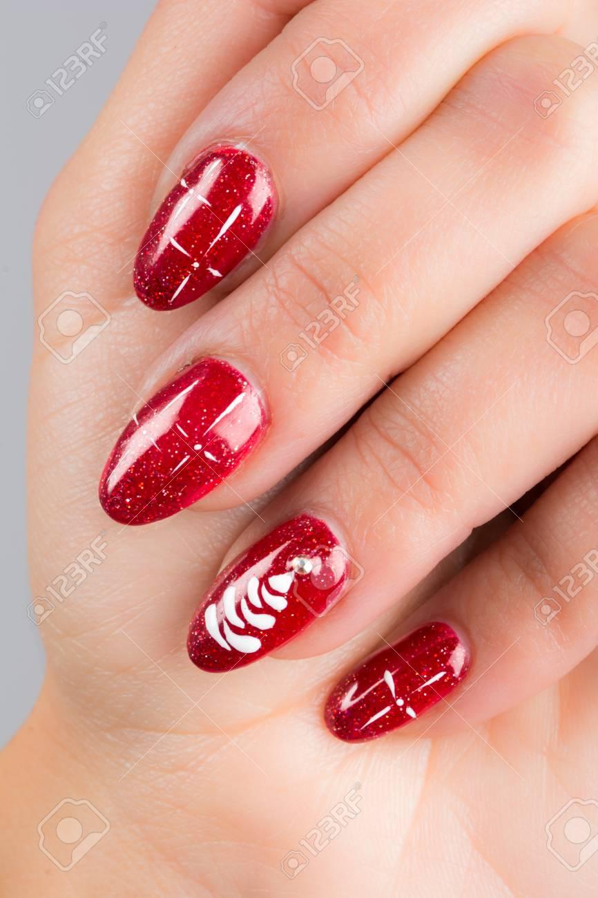 Uñas Pintadas Con Los Colores De La Navidad