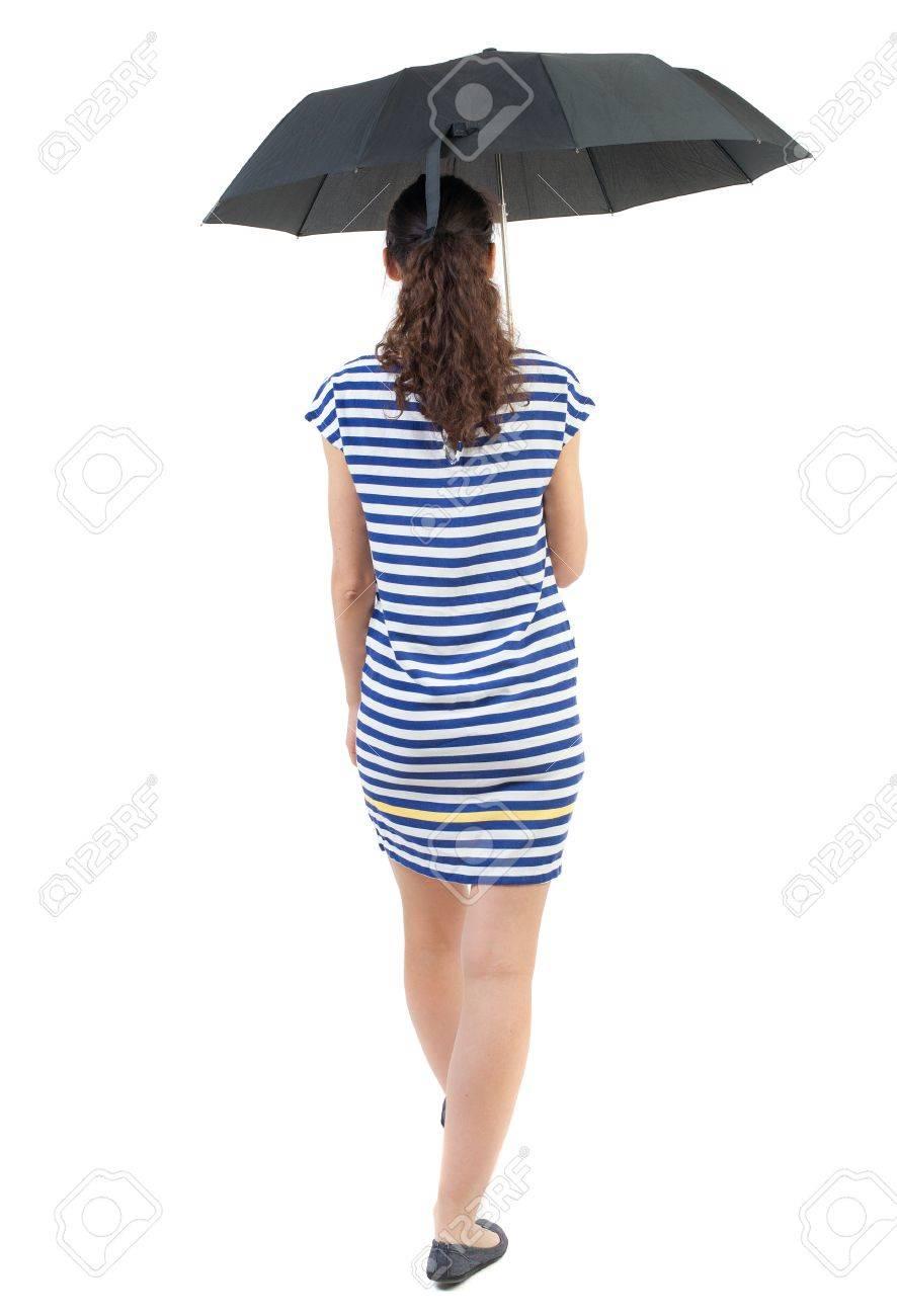 973e65fec8b Junge Frau im Kleid zu Fuß unter einem Dach. Rückansicht Menschen  Kollektion. Rückansicht der