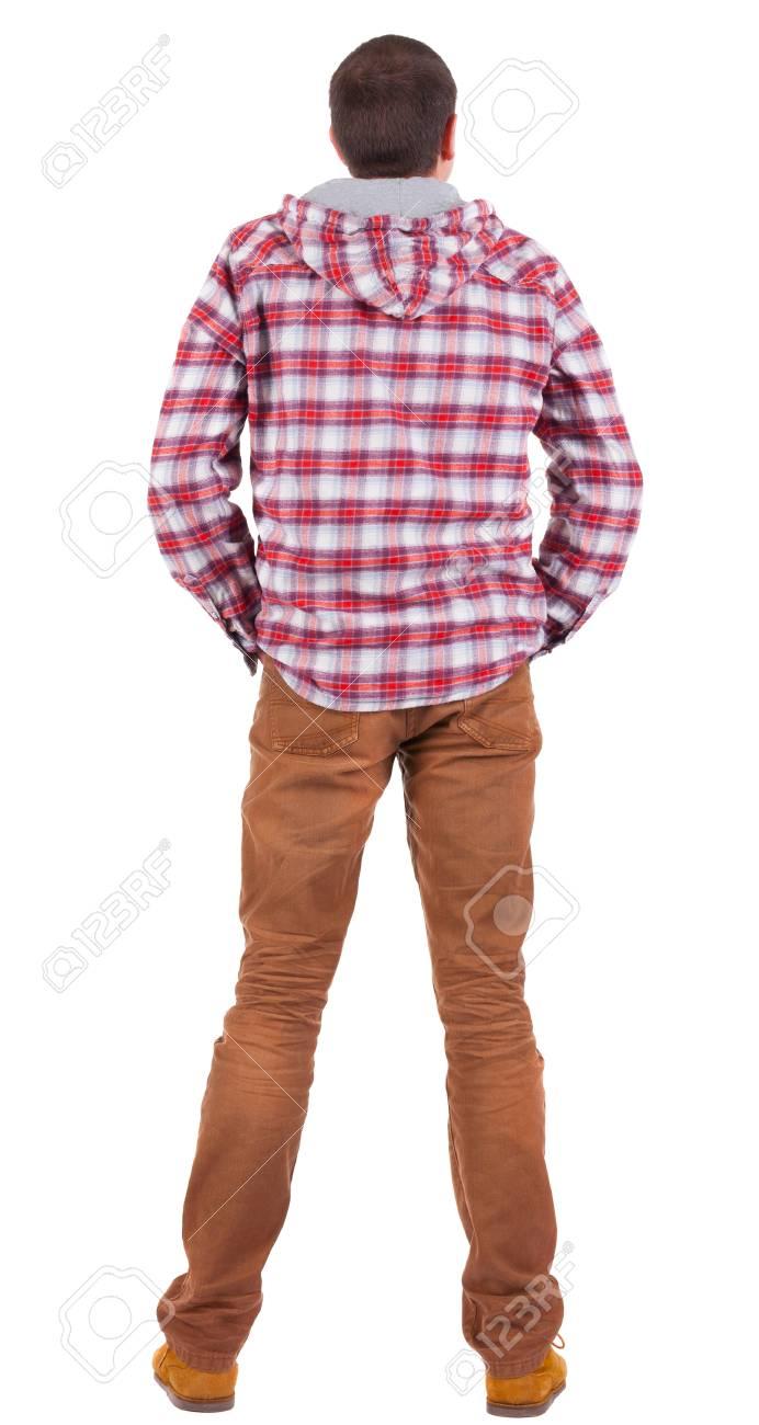 80afe794a Vue arrière du gars dans une chemise à carreaux avec capuche à la  recherche. Permanent jeune homme en jeans et veste. Collection de personnes  vue ...
