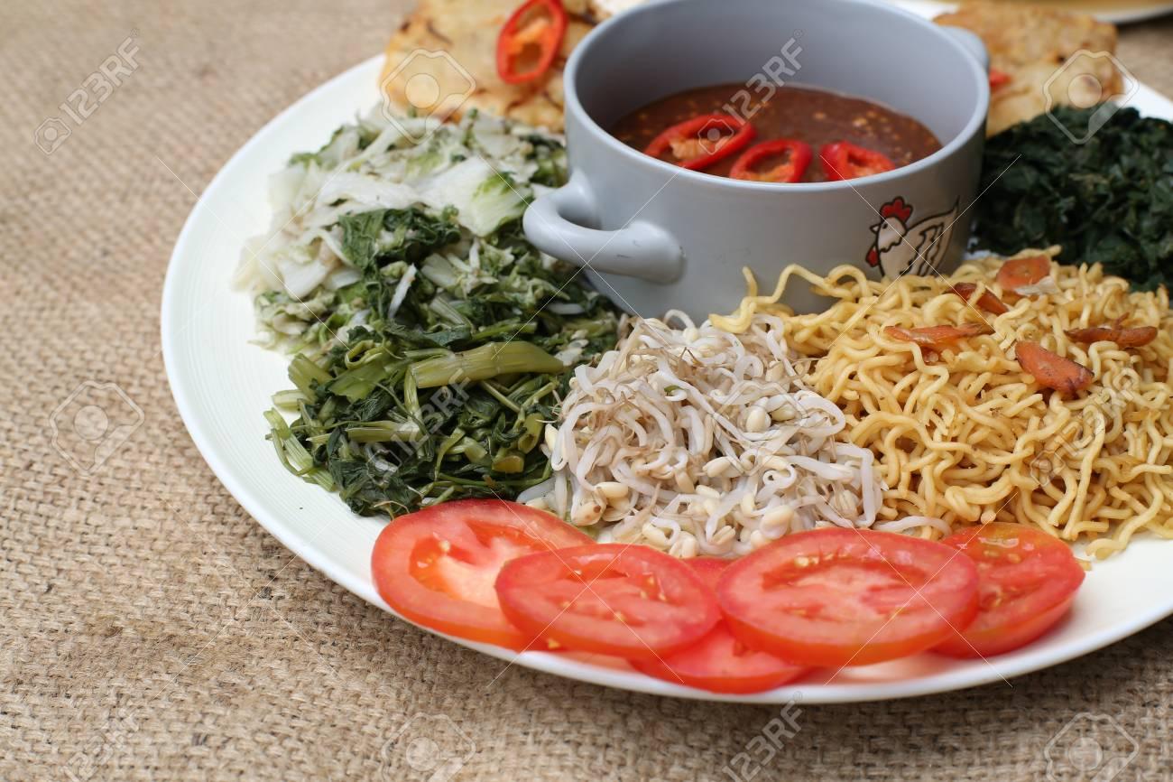 Pecel, indonesia traditional salad dish Stock Photo - 29756030