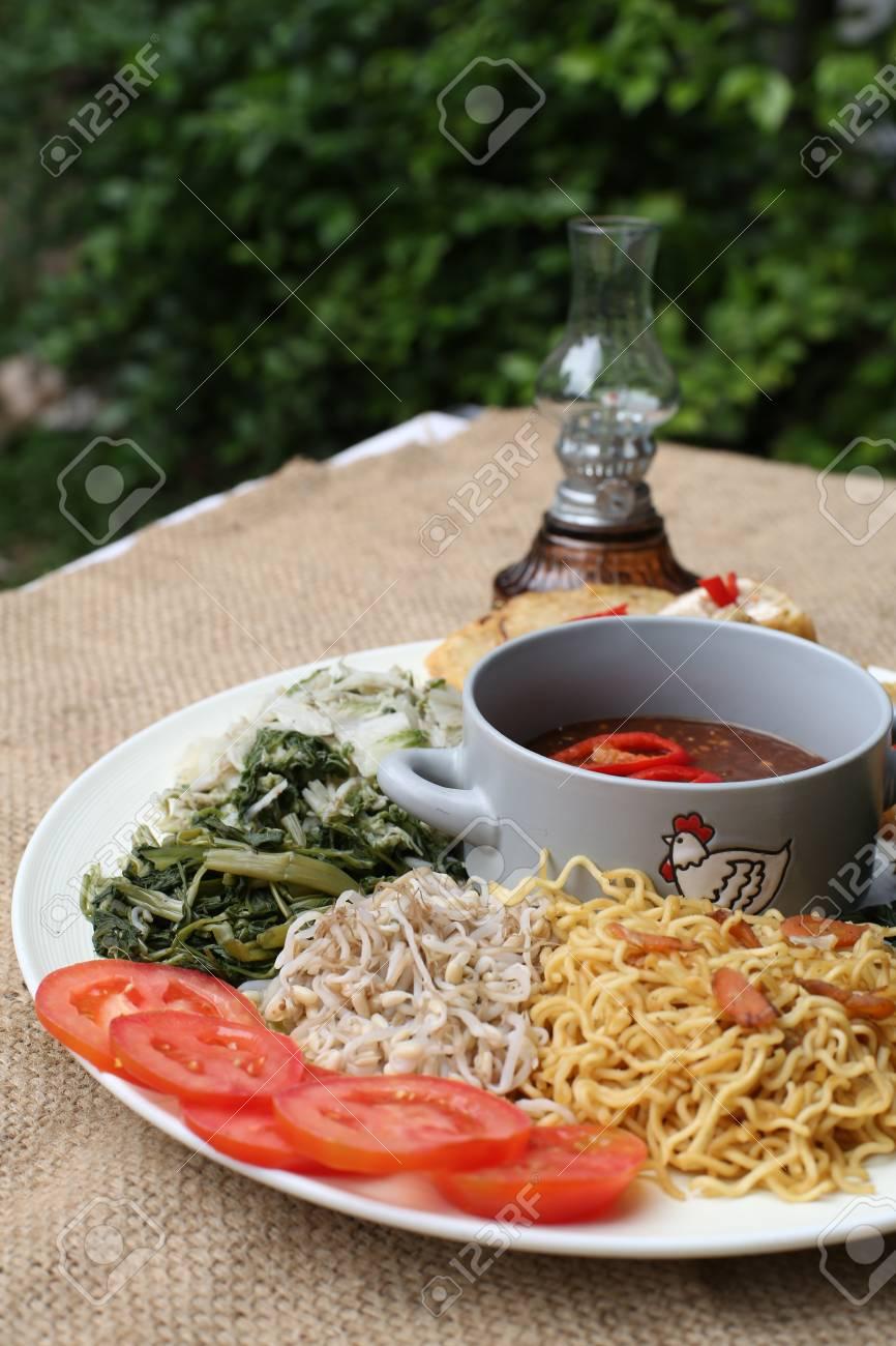 Pecel, indonesia traditional salad dish Stock Photo - 29989334