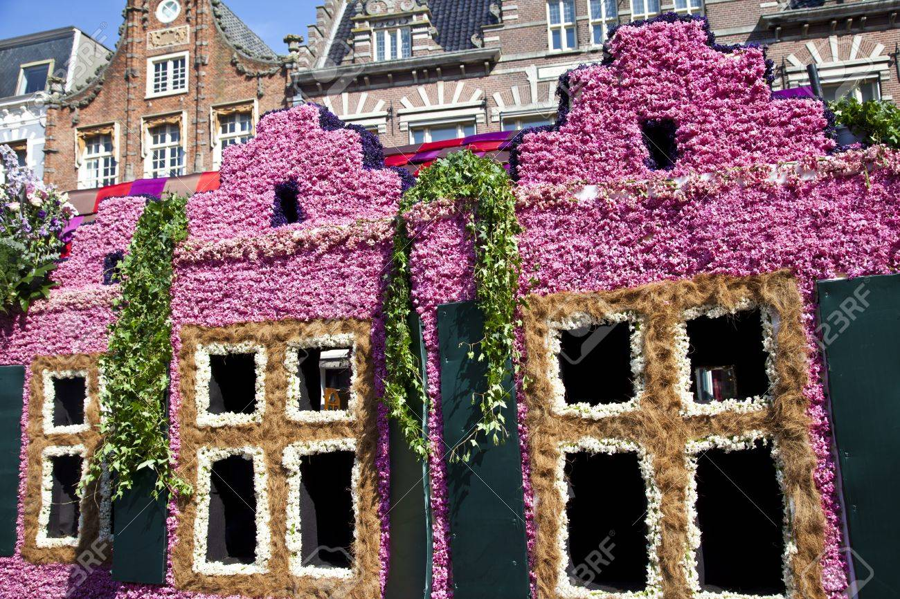 HAARLEM, THE NETHERLANDS - APRIL 21 2013: Dutch houses with flowers at flower parade on April 21 2013 in Haarlem, The Netherlands. The annual flower parade is a unique event with one million visitors.  Stock Photo - 19213406