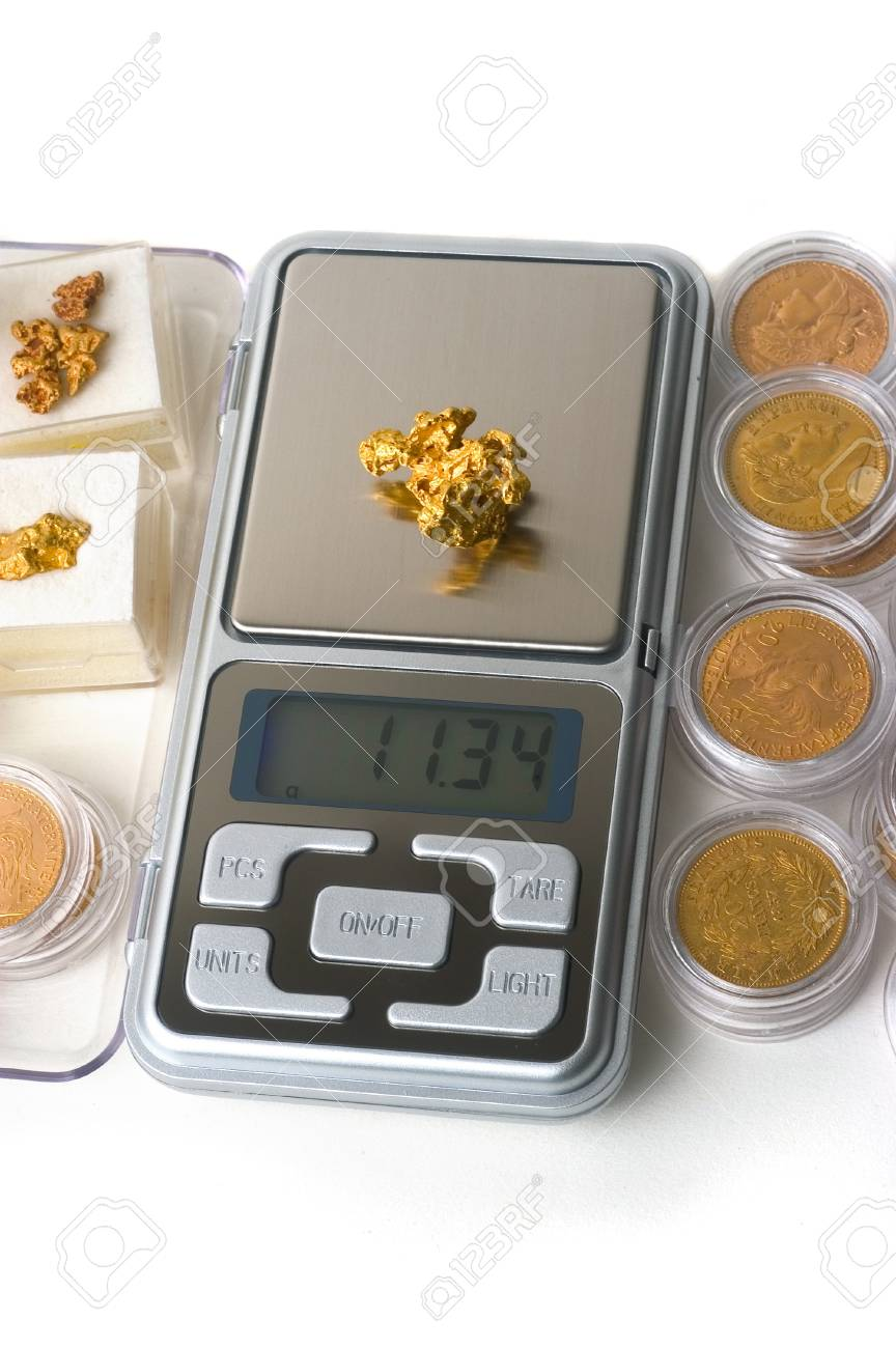 Weighing of gold Stock Photo - 17466164