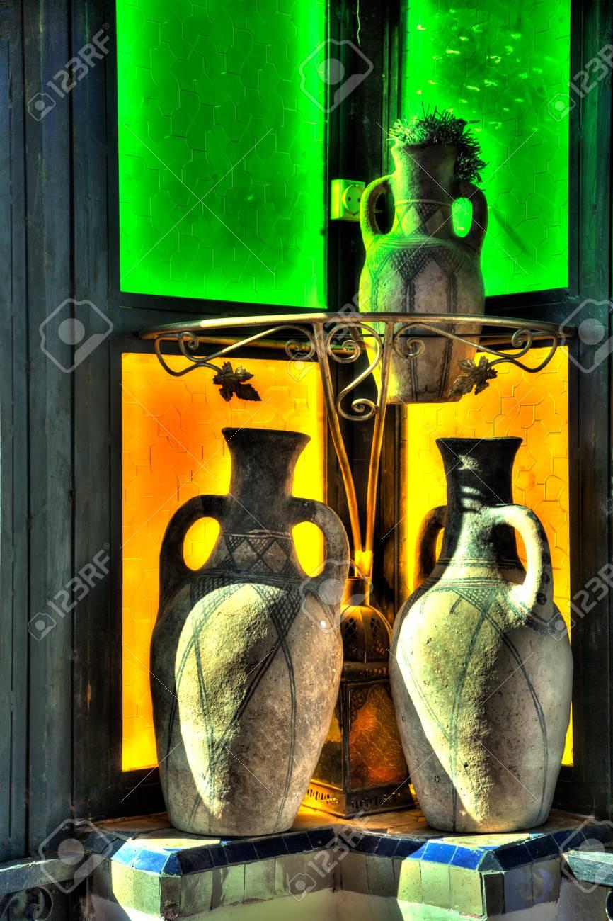Vases Pots Et Lampes Comme Mille Et Une Nuit Dans Le Style Oriental
