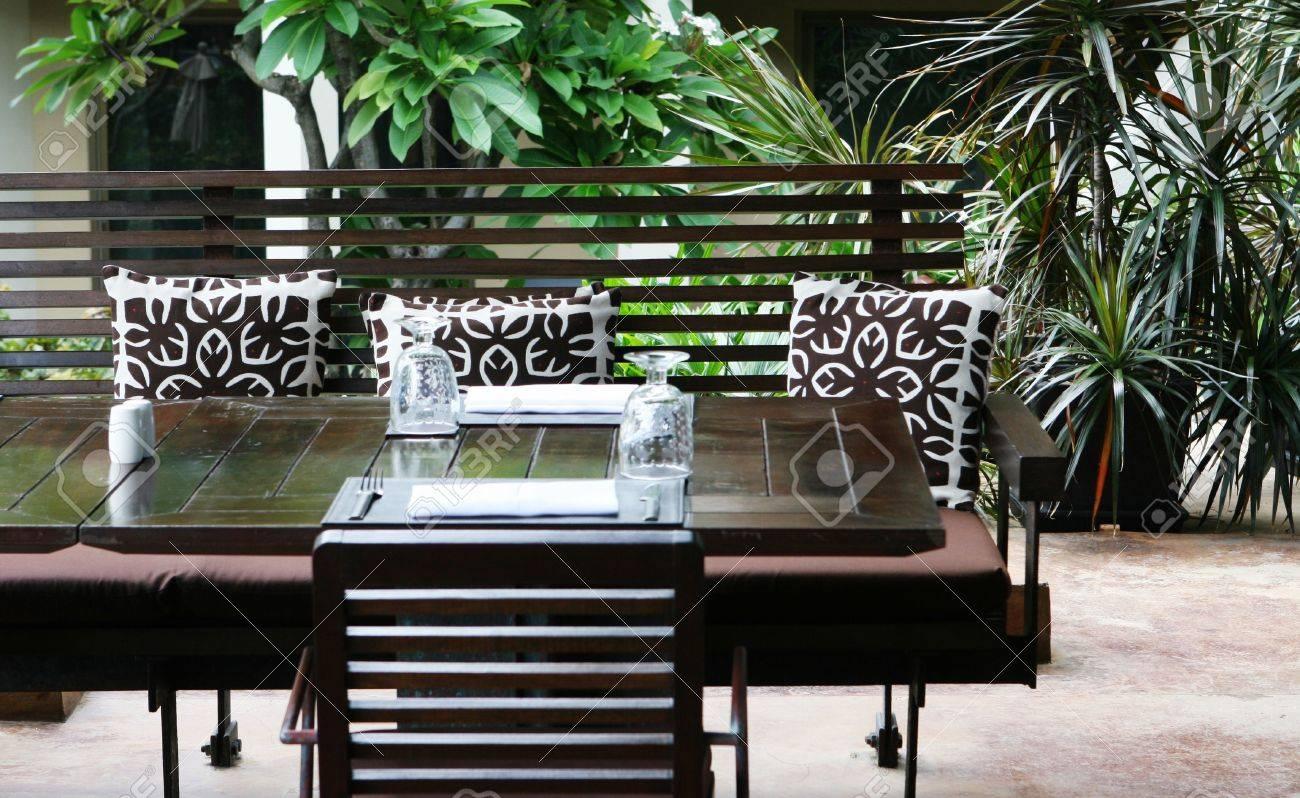 Modern restaurant table setting - Table Setting In A Modern Restaurant Stock Photo 3436918