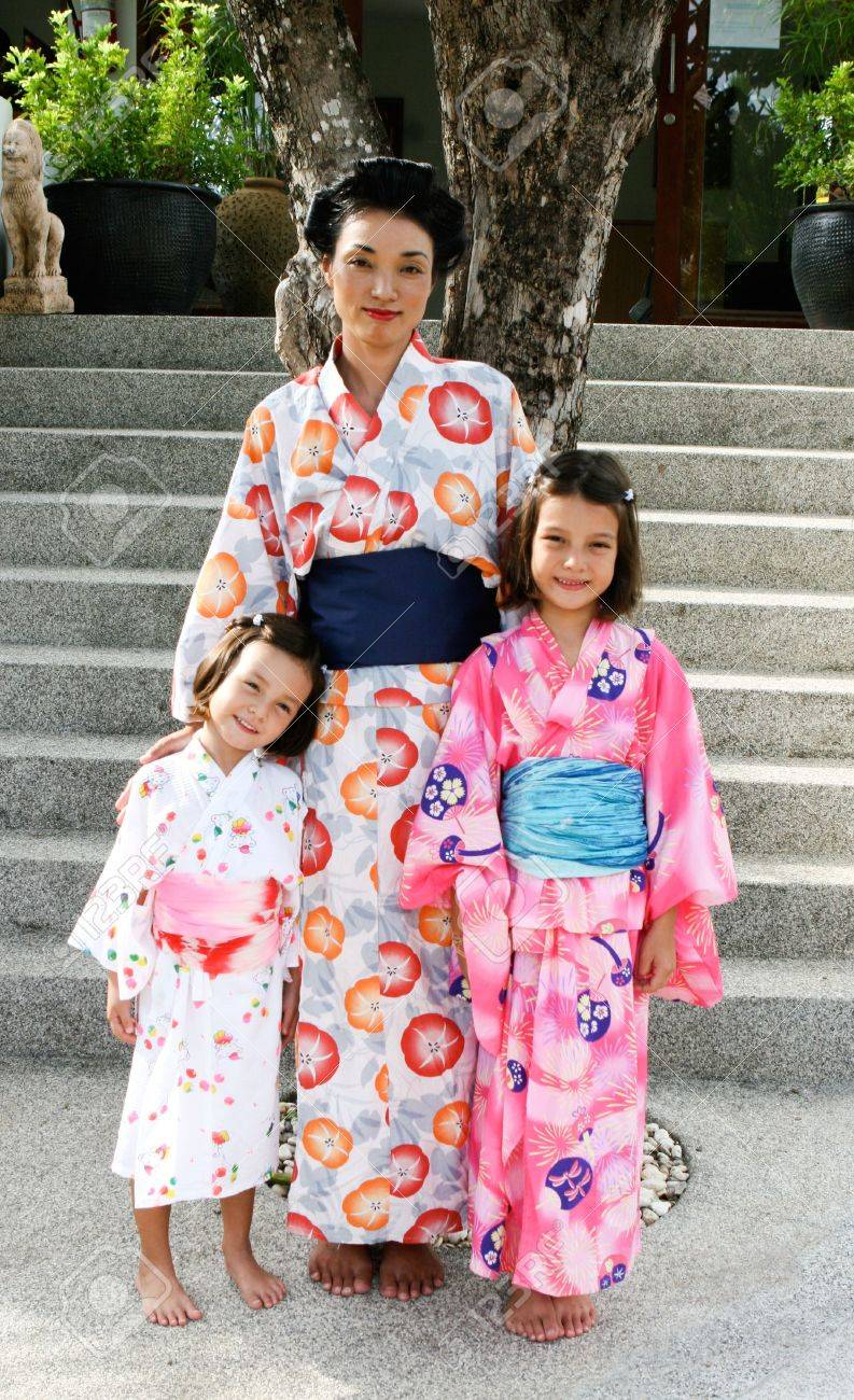 JEANNETTE: Japanese Beatiful And Family