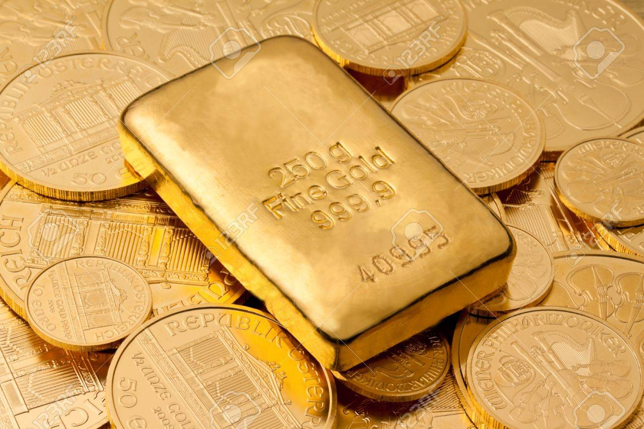 Investment in real gold than gold bullion and gold coins. Feingold. Stock Photo - 7939714