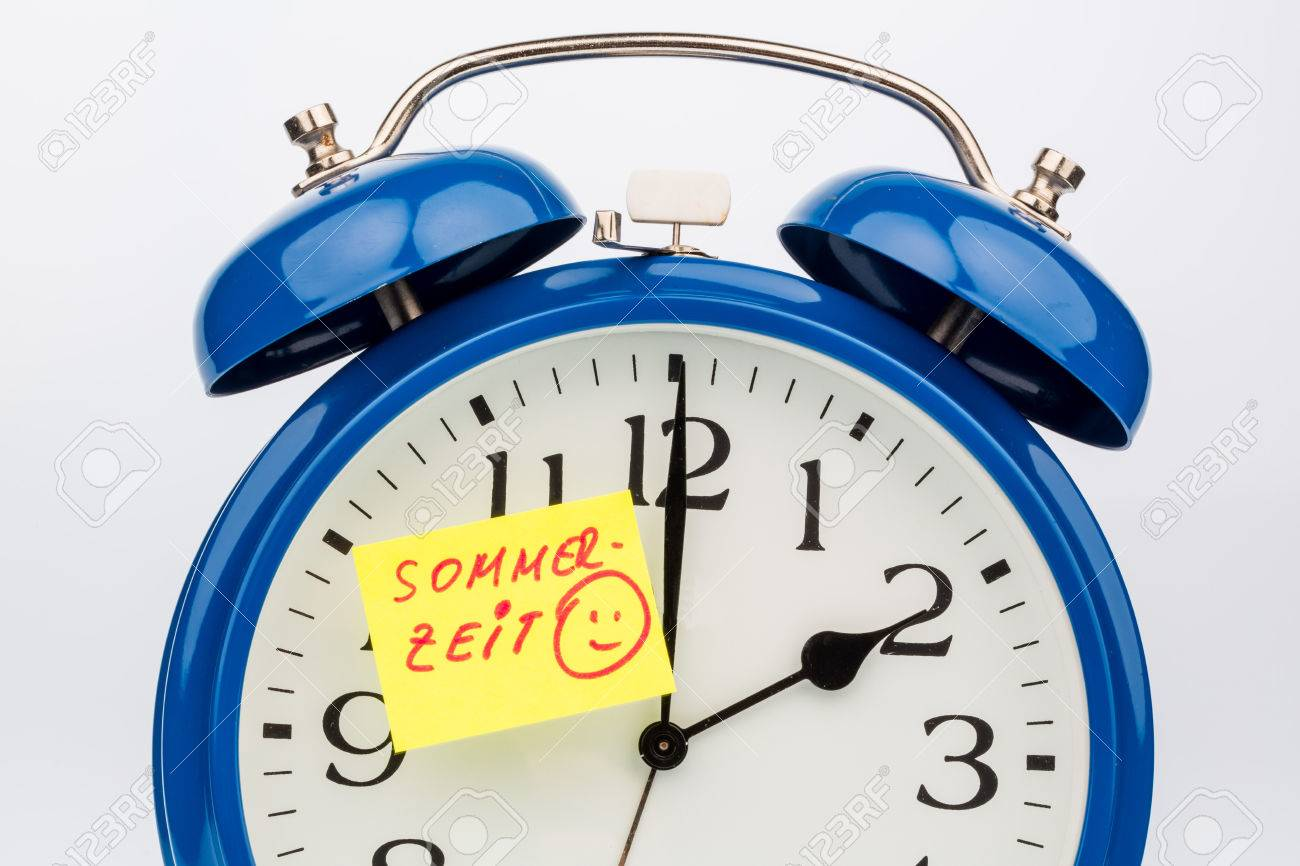 An Alarm Clock With A Note As A Reminder To The Uhrumstellung