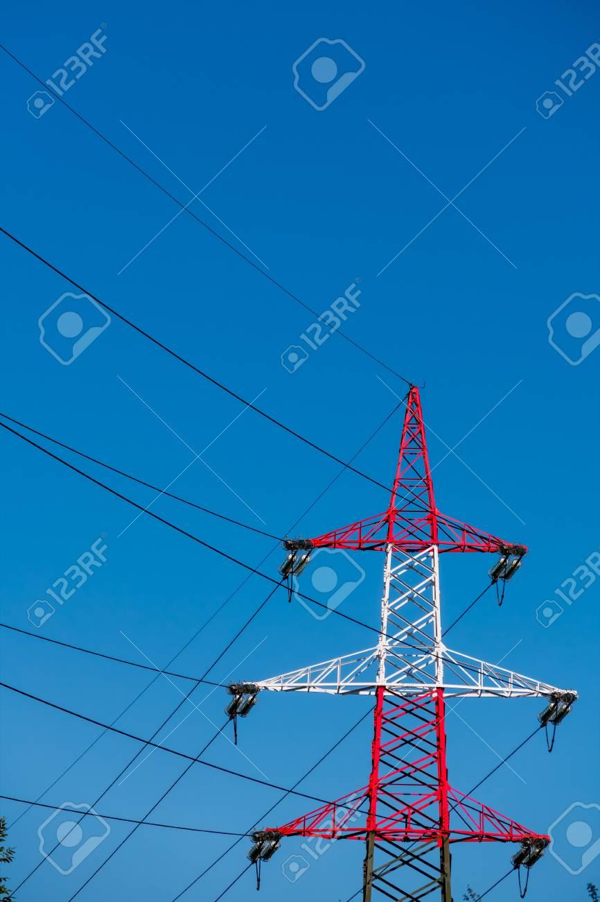 Pylon Rot Und Weiß, Als Symbol Für Energie, Stromversorgung ...