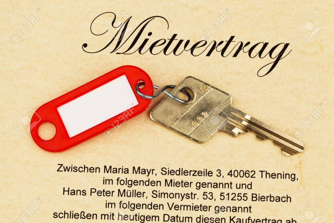 Der Schlüssel Zu Einer Wohnung Und Einen Mietvertrag In Deutsch