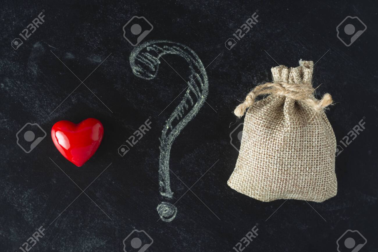 Love or money choise. red heart and a bag with money. Chackboard wih question mark. Make right decision. - 130409325