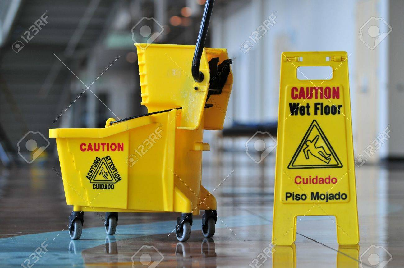 Mop bucket and caution sign - 7793365