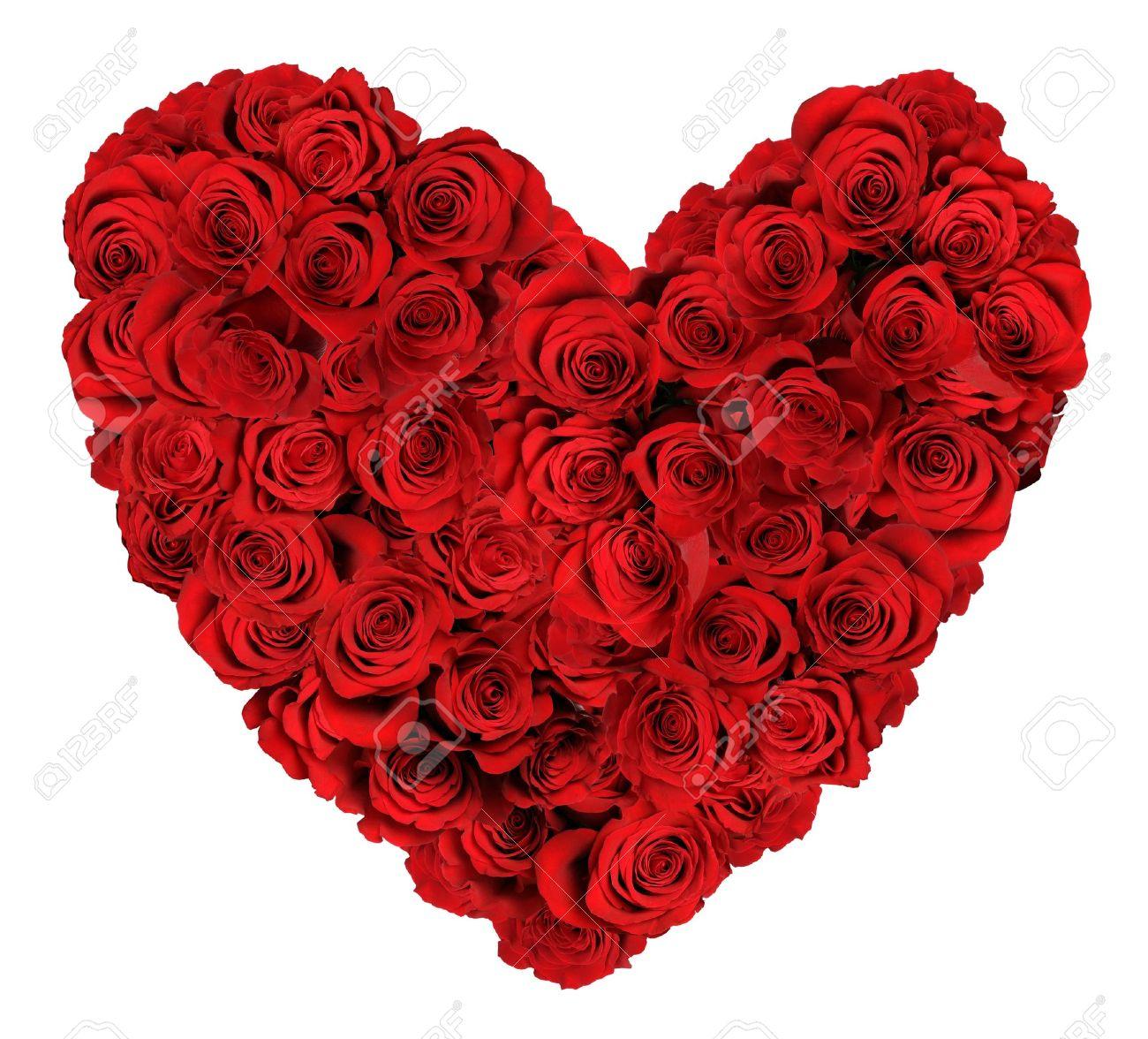 bouquet en forme de coeur de roses rouges isolé sur fond blanc