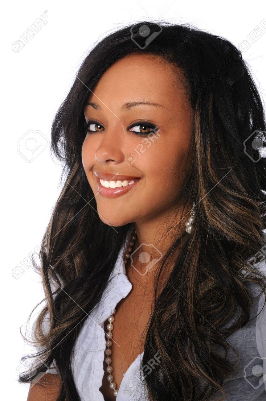 Banque d images - Portrait de la belle femme afro-américaine souriant isolé  sur fond blanc b054be23ca5f