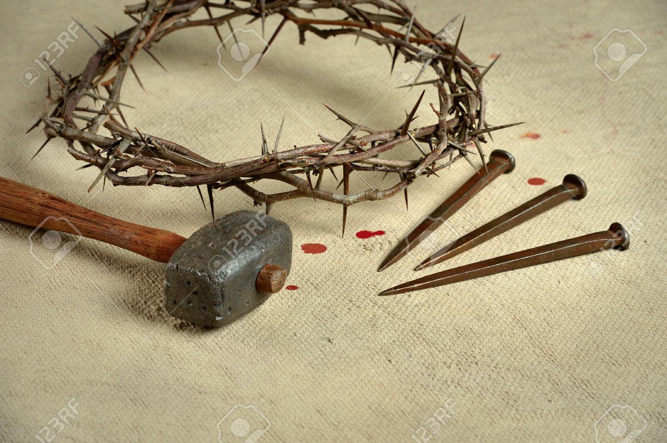 Símbolos Cristianos De La Crucifixión Con Corona De Espinas Los