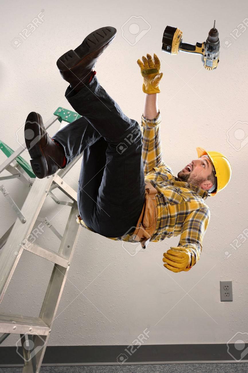 Worker falling from ladder inside room - 67548814