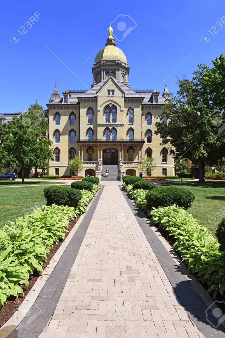 ノート ルダム 大学
