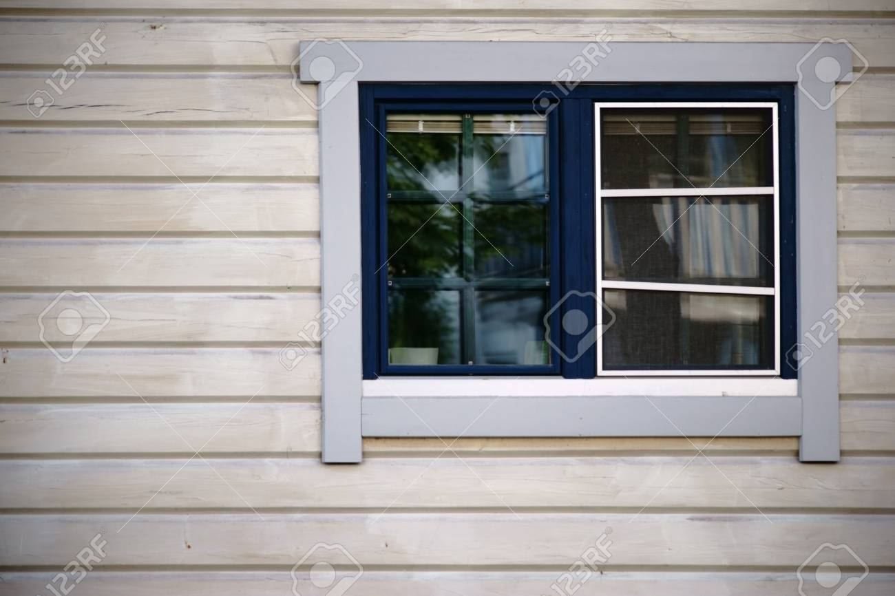 Une Petite Fenêtre Avec Fenêtre Traverse Dans Une Nouvelle Cabane En
