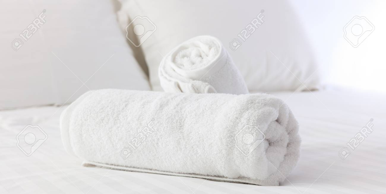Hotels Bedroom White Fluffy Rolled Towels Linen Sheets And