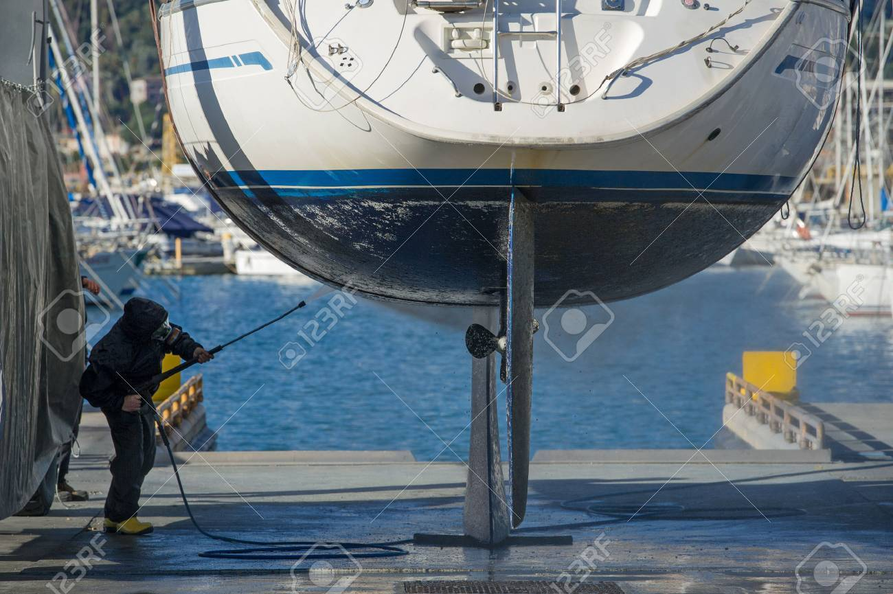 maintenance boat with high pressure water - 51270710