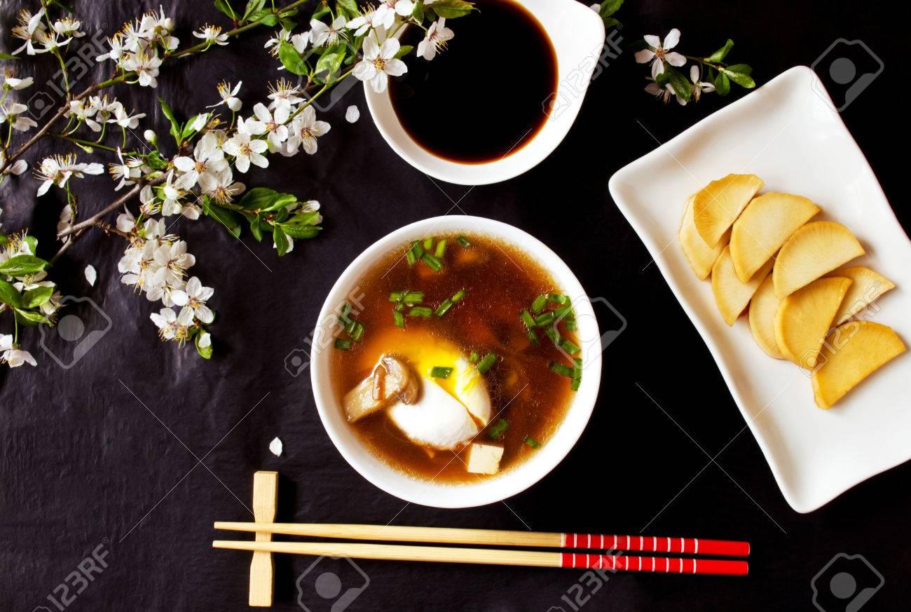 卵 豆腐 味噌汁