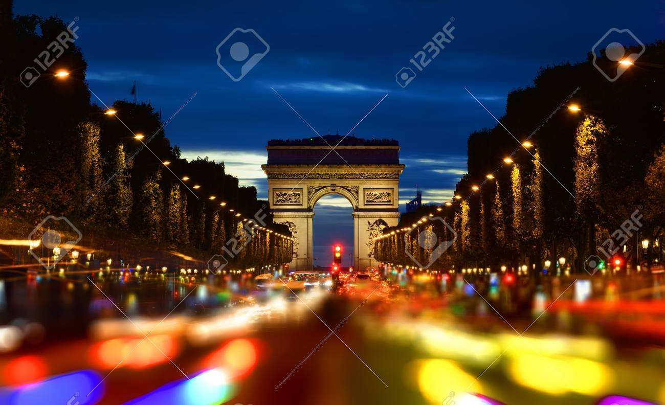 Champs Elysee in evening - 89939486