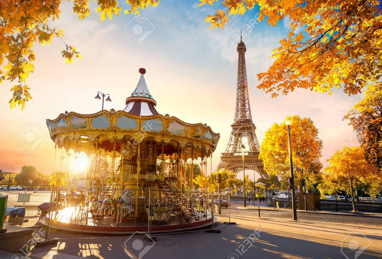 Carousel in autumn - 132830189