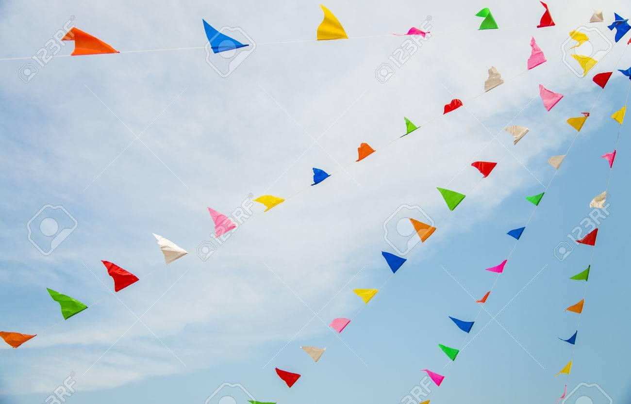 Drapeau coloré avec ciel bleu2 Banque d'images - 27311747