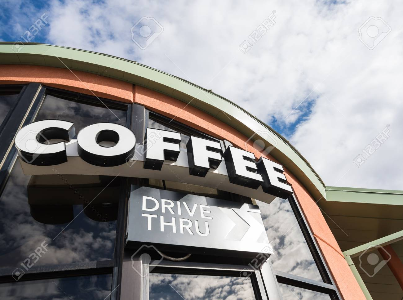 Coffee drive thru sign with cloudy sky Banque d'images - 51150752
