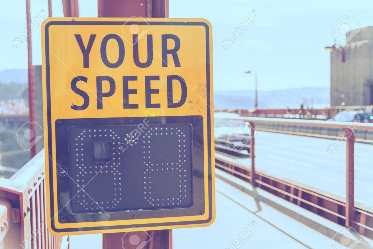 Votre signe de vitesse sur le pont dans le style pastel Banque d'images - 53257786
