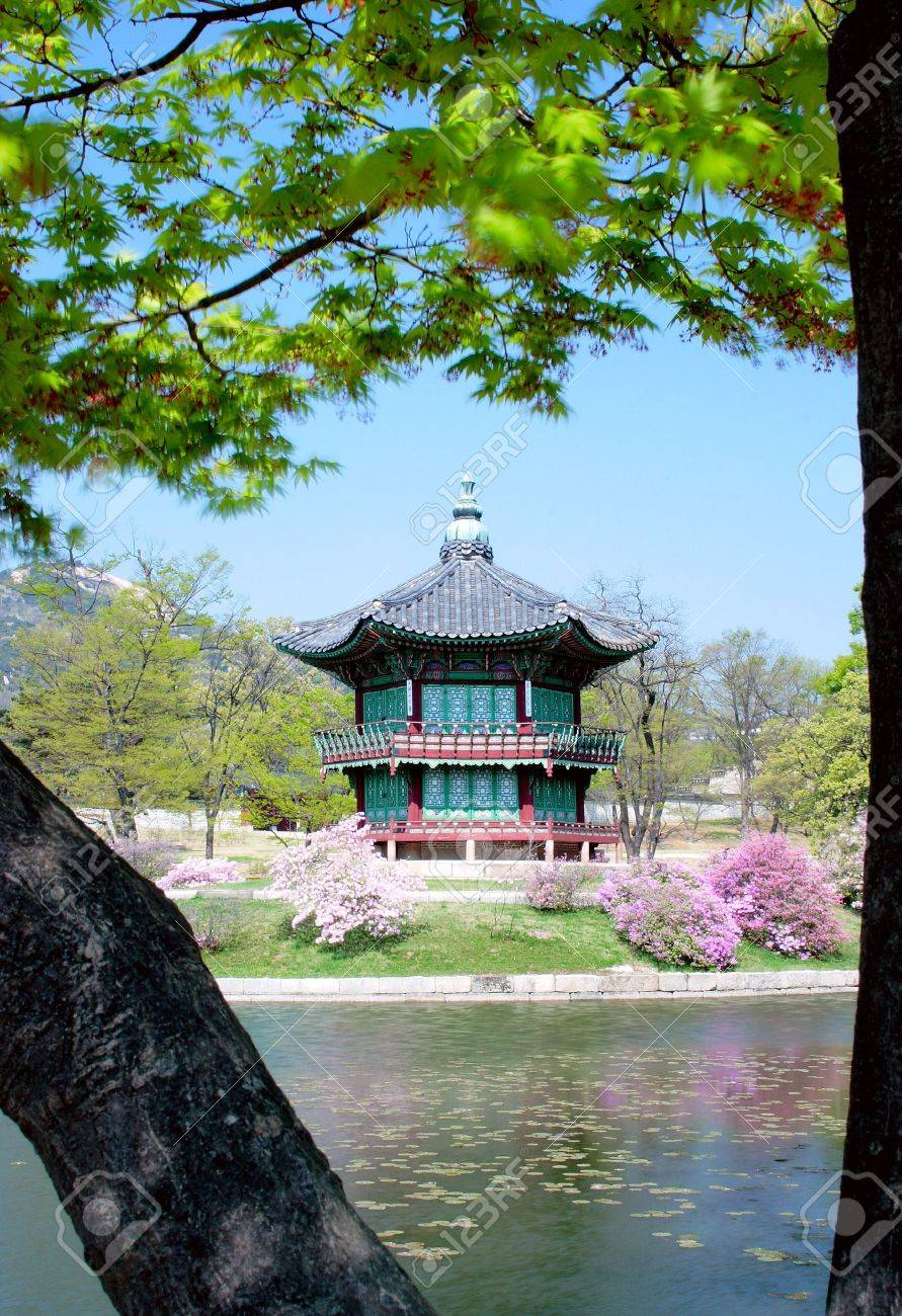 An old Korean pavilion at Kyoungbok Palace in Seoul, Korea. - 3136170