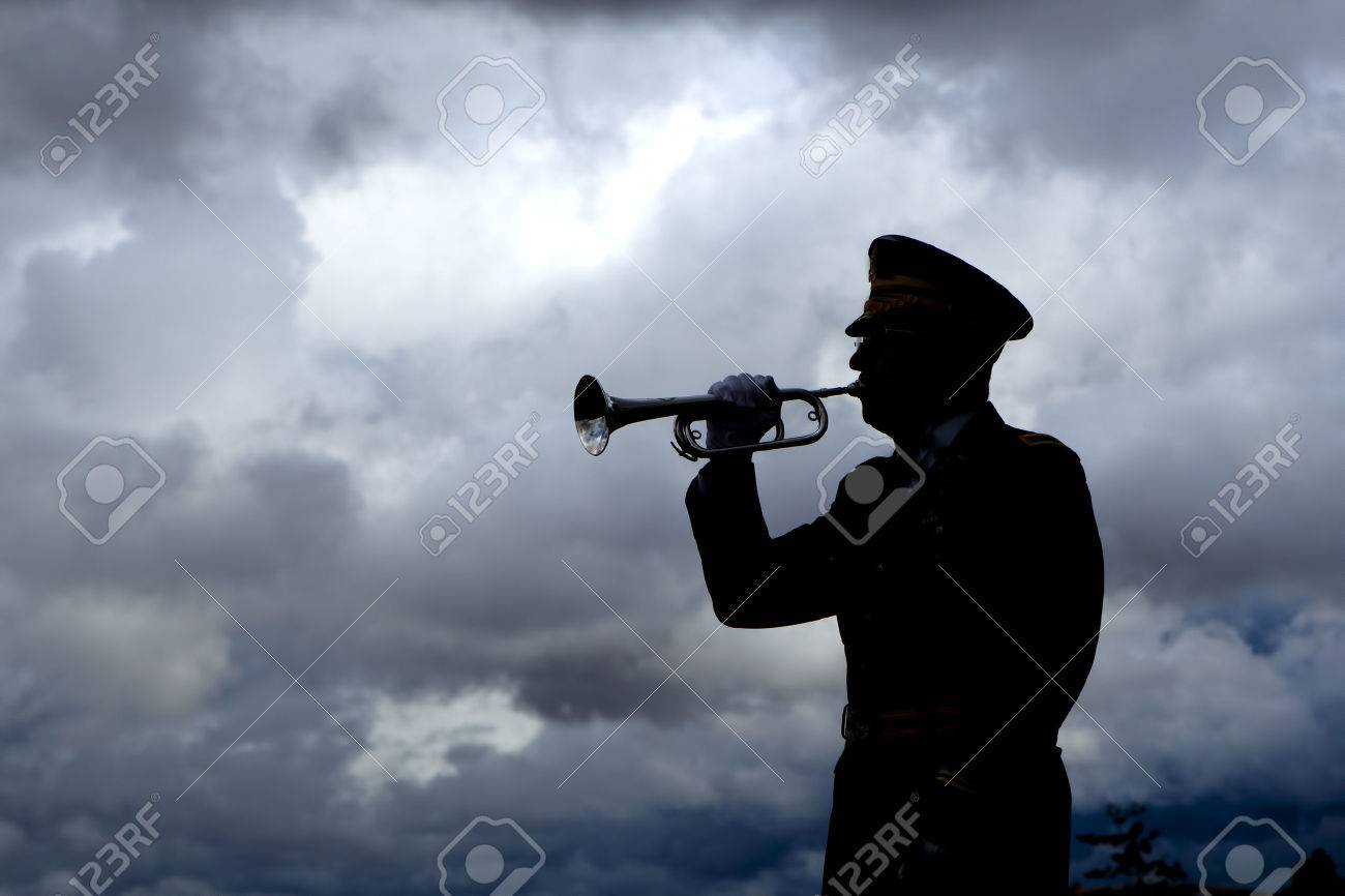 Silhouette of bugle player. - 32885153